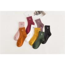 日系笑臉刺繡純色中筒襪(隨機五雙一組)